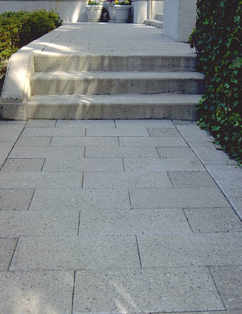 how to cut concrete pavers on a curve