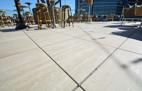 Travertine-Tan-Porcelain-Pavers-Resturant-Roof-Deck-02