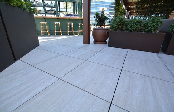 Travertine-Tan-Porcelain-Pavers-Resturant-Roof-Deck-04