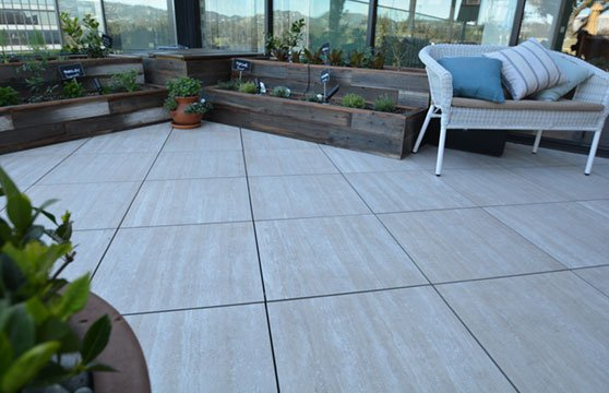 Travertine-Tan-Porcelain-Pavers-Resturant-Roof-Deck-05