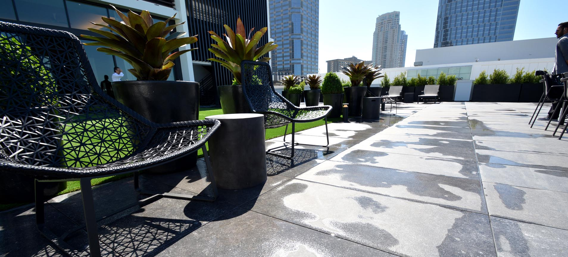 Equinox-Gym-Roof-Deck-Porcelain-Pavers-Turf-06-1
