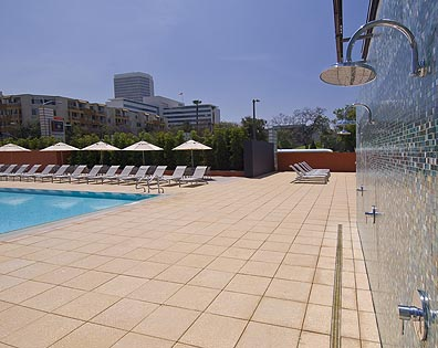 Park La Brea Apartments - Pool Deck