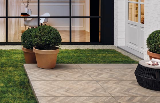 Chevron-Wood-Porcelain-Pavers–Deck-01